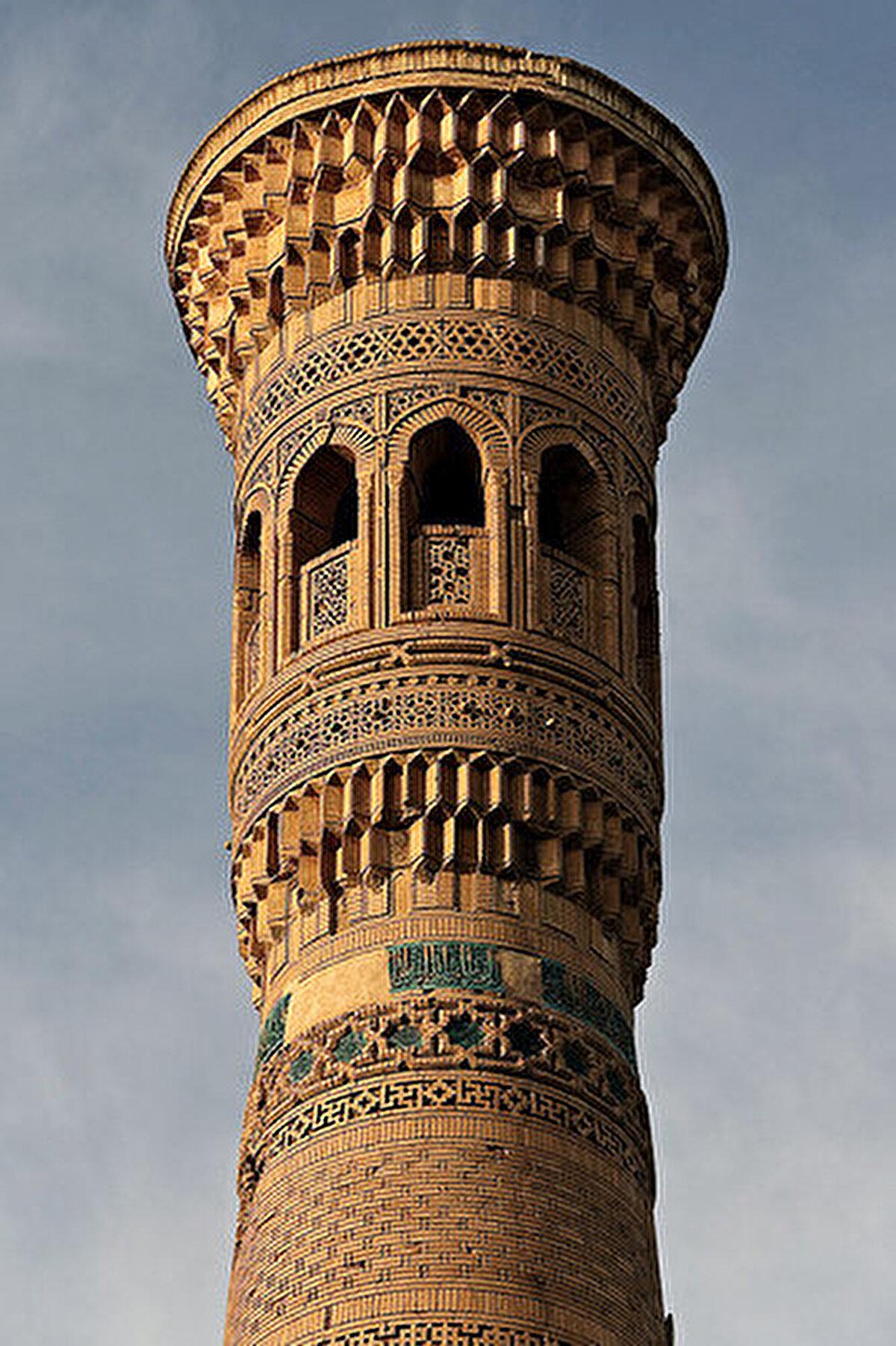 Minarenin kaide kısmının bir bölümü toprak altında kalmıştır. Bu haliyle 39 m'dir. Orijinal yüksekliğinin yaklaşık 41m olduğu düşünülmektedir.