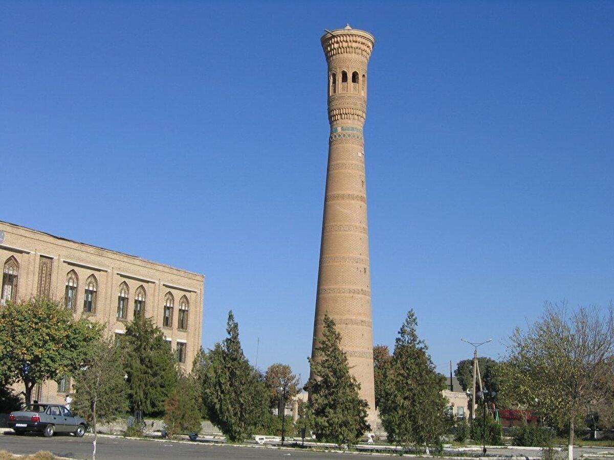 Vabkent Minaresi (Özbekistan, Vabkent, 1198 yılı) Buhara'nın kuzeyindeki Vabkent şehrinde yer alan minare, kitabesine göre I. Burhaneddin Abdülaziz tarafından, 1197-98 de inşa edilmiştir.
