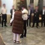 Çin'de çalışanlara ceza olarak idrar içiren, hamamböceği yediren üç yöneticinin akıbeti belli oldu