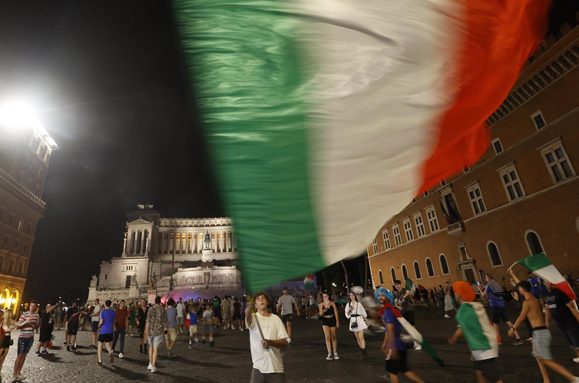Italians celebrate the EURO 2020 trophy