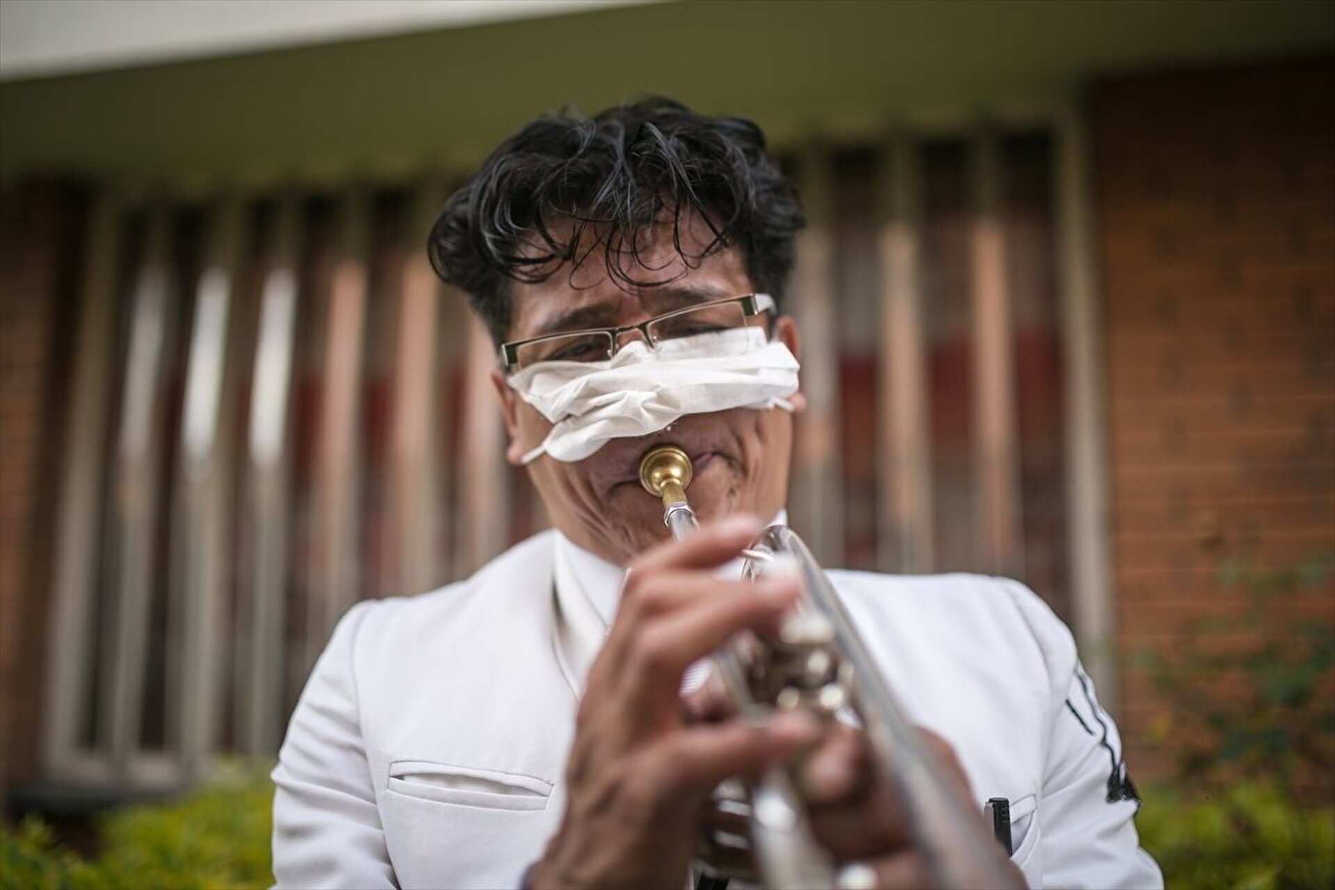 Colombia: Mariachis band delivers serenate at the streets during COVID-19 pandemic