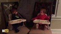 Karşılıklı 'Ce e' oynayan bebekler güldürdü