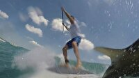 Sörf yaparken köpekbalığı ile çarpıştı!