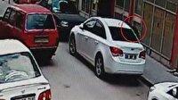 Otomobilin camını kırıp çanta çalan hırsız kamerada