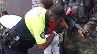 Trafik polisi, Şehit Ömer Halisdemir'in heykelinin elini öptü