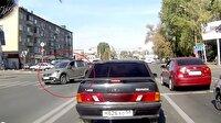 Kadın sürücünün akılalmaz kazası kamerada