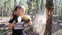 10 yaşındaki kız ağaçları yumruklarıyla parçalıyor!