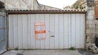 Çöp dolu garajı ev yaptı
