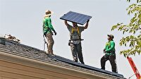 Her evin çatısına zorunlu güneş paneli takılacak