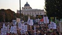 Avusturya'da binlerce gösterici hükümeti protesto etti