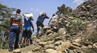 Venezuelalılar Kolombiya'ya yasadışı patikalardan geçiyor