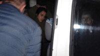 İyi Partili Mine Koraş gözaltına alınırken 'bozkurt' işareti yaptı