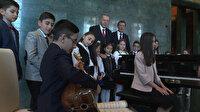 Beştepe'deki çocuk Cumhurbaşkanı bağlama çaldı