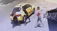 Annesine sarkıntılık yapan taksiciyi demir sopayla dövdü