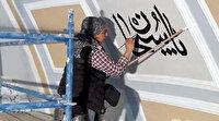 Tarihi Rüstem Paşa Camii'nin hatlarına kadın eli değdi