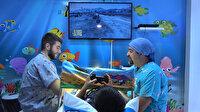 Bursalı cerrah çocukları oyun oynatarak sünnet ediyor