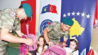 Kosovalı öğrencilerin yüzlerini güldürdüler