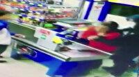 Küçükçekmece'de bıçaklı market soygunu kamerada