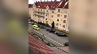 Ambulans çalan silahlı kişi yayaları ezdi
