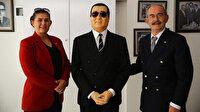 Yılmaz Büyükerşen, Aydın'a Adnan Menderes heykeli hediye etti