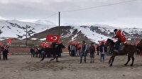 Öğrencilerin at sırtında Türk bayraklı klibi büyük ilgi gördü