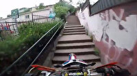 Parka dalan motosikletli maganda terör estirdi