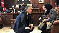 İzmir Valisi diz çöküp dert dinledi, CHP Milletvekili paylaştı: 'Bize böyle valiler lazım'