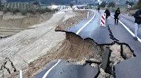 Adana'daki kuvvetli sağanak hayatı olumsuz etkiledi: Yol çöktü eğitime ara verildi