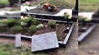 Almanya'da Müslümanlara ait mezarlara çirkin saldırı