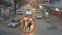 Jandarma yaşlı adamı sırtına alıp yolun karşısına taşıdı