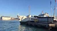 Kadıköy'de sahilde ceset bulundu: Tekneyle çıkararak ambulansa alındı
