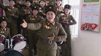 Kadın askerler Kim Jong-un için şarkı söyledi