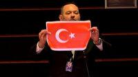 Avrupa Parlamentosu Türk bayrağı yırtan ırkçı Yunan parlamentere 4 günlük men cezası verdi