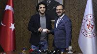 Larkin Türkiye Cumhuriyeti kimlik kartını Bakan Kasapoğlu'ndan aldı