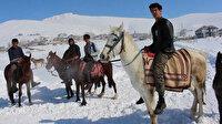 Yolu kapanan mahalleli ulaşımı atlarla sağlıyor