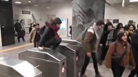 Öğrenciler İBB'nin ulaşım zammını turnikelerden atlayarak protesto etti