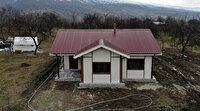 Depremin ana merkezi Çevrimtaş'a ilk 'örnek ev' kuruldu: Gelip bakıyorlar