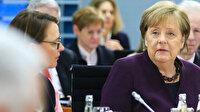 Göçmenler kapılara yüklenince Merkel telaşlandı: Türkiye sınırında güvenli bölgeye ihtiyacımız var
