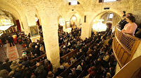 Yunanistan'da sokağa çıkma yasağını delen rahip ve cemaatinin kaçak ayinini polis bastı