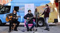 Virüse karşı moral timi: Sokak sokak gezip konser verdiler