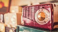 Tiyatroseverler radyo başına