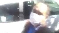 Yardım kolisi dağıtan İBB görevlilerine mahallede tepki: Neden 278 hane arasında sadece CHP'liye veriyorsunuz?