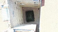 Bursa'da apartman boşluğundaki türbe görenleri şaşırtıyor