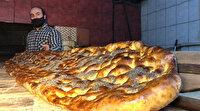 Kars'ta 2 metrelik 'Evde Kal Türkiye' yazılı pide, açık artırmayla satıldı
