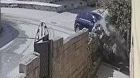 Hızını alamayan otomobil evin bahçesine uçtu