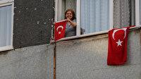 Saat 19.19'da Türkiye tek yürek oldu: Vatandaşlar balkonlarından İstiklal Marşı'mızı okudu