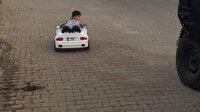 Akülü arabayla gezen ufaklık polisten böyle kaçtı