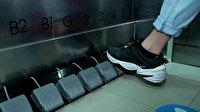 Tayland'da virüsten korunmak için asansöre ayak pedalları yerleştirildi