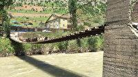 Köyüler 40 yıl önce Valiliğe başvurarak yaptırttı: Tahta köprü tarihe meydan okuyor
