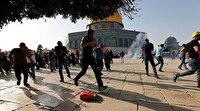 İsrail polisi, Mescid-i Aksa çevresinde bayram namazını kılan Filistinlilere saldırdı